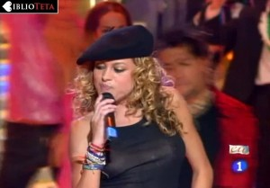 Paulina Rubio - Nochevieja 2004 - 02
