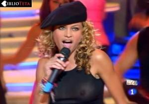 Paulina Rubio - Nochevieja 2004 - 04