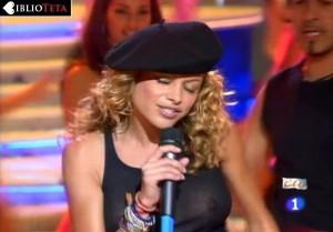 Paulina Rubio - Nochevieja 2004 - 05
