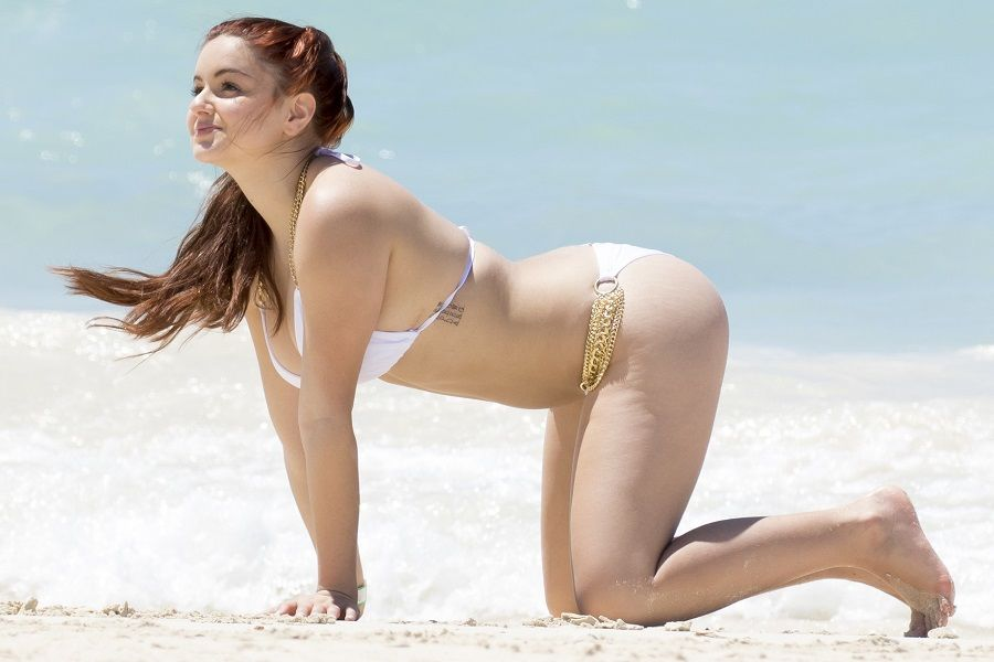 Ariel Winter - Bahamas 01