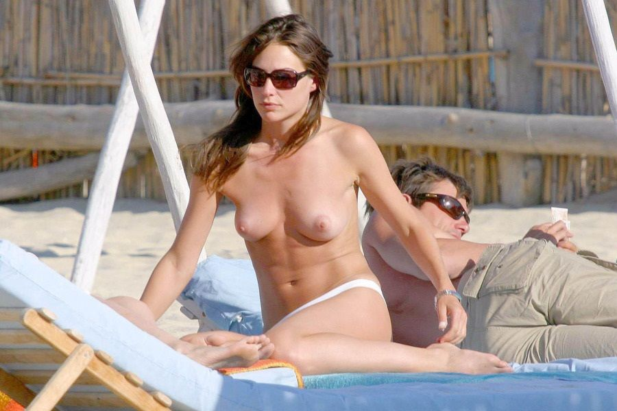 Claire Forlani - St Tropez topless 01