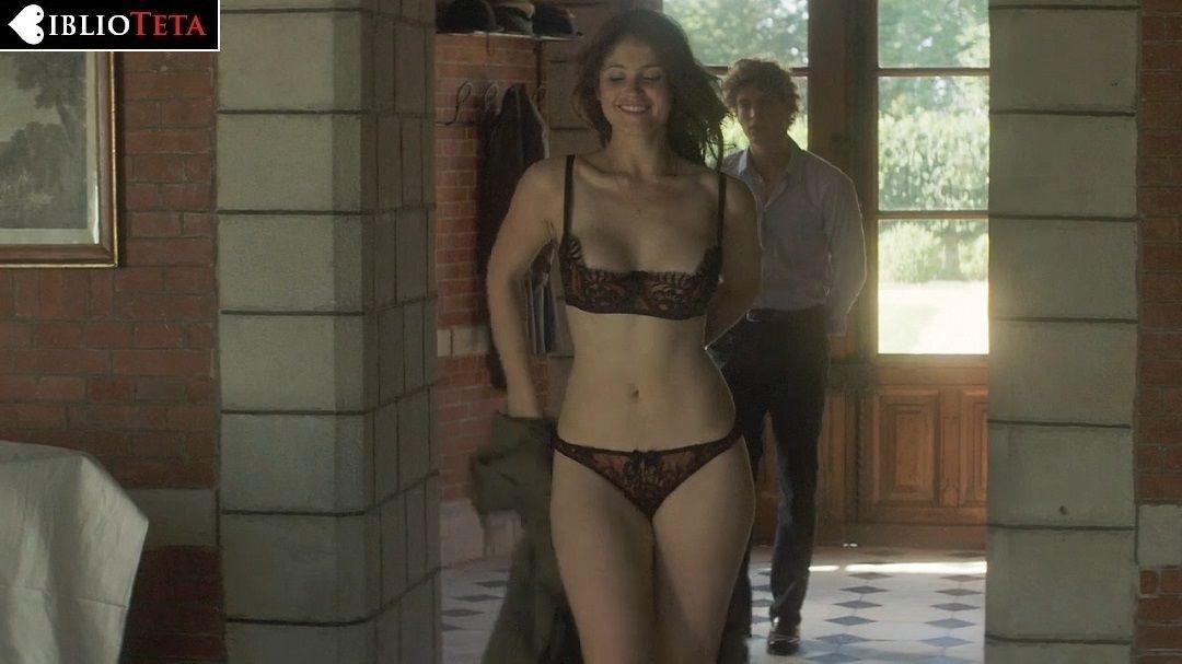 Gemma Arterton Desnuda En Primavera En Normandía 2014