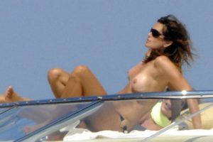 Cindy Crawford topless Italy 04
