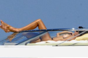 Cindy Crawford topless Italy 06