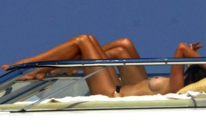 Cindy Crawford topless Italy 07