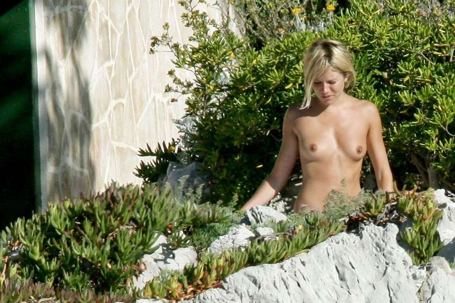Sienna Miller topless France 01