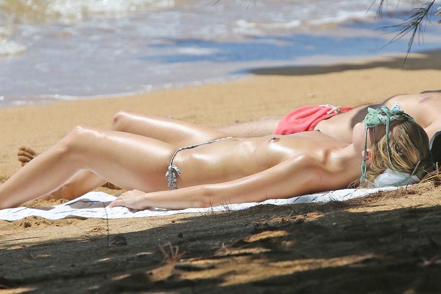 Margot Robbie - Hawaii topless 01