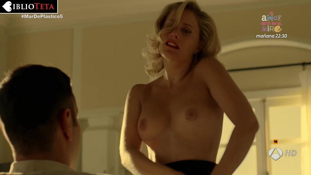 Lisi Linder Desnuda En Mar De Plástico 2x05