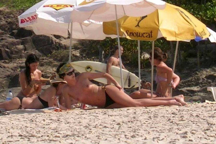 charlize-theron-brazil-topless-01