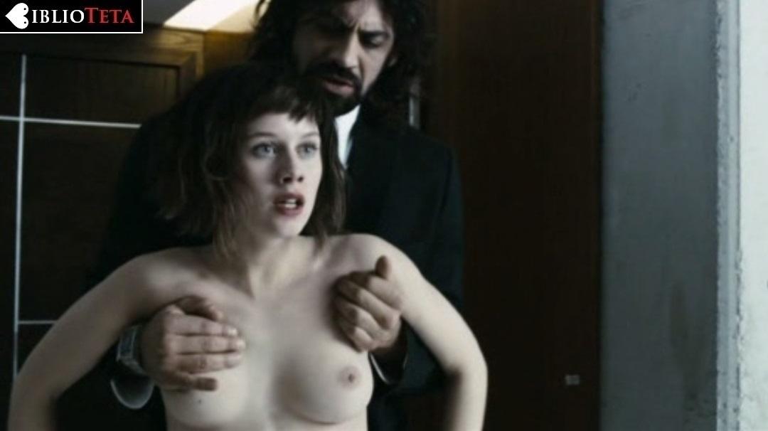 Upskirt en el cine calzon blanco - 1 6
