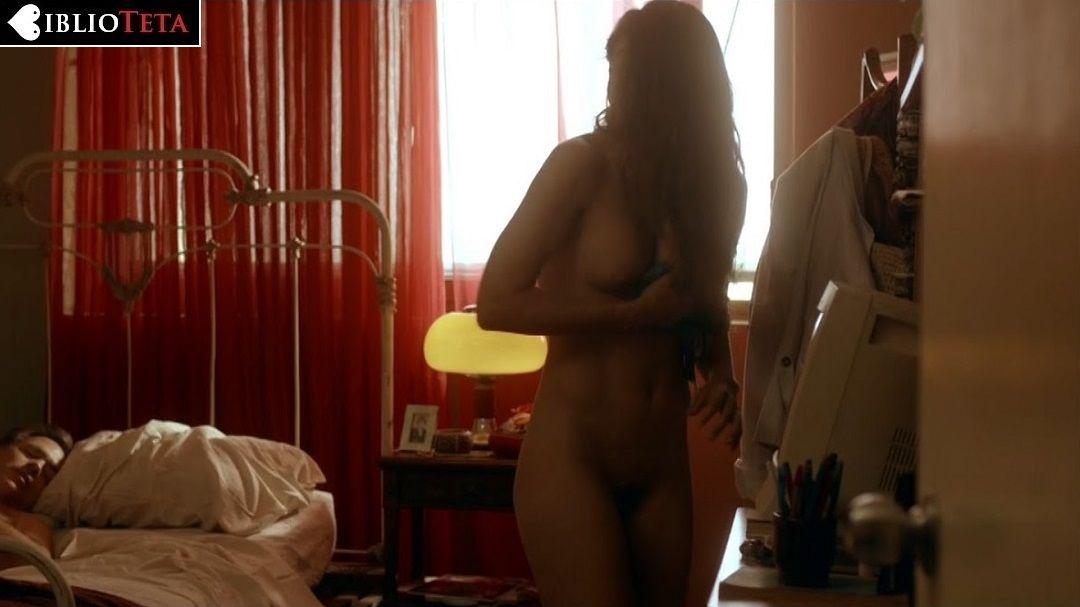 Caroline Williams desnuda en Leprechaun 3