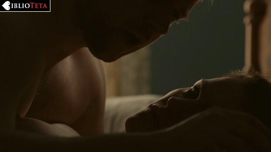Anna Paquin desnuda en la temporada 3
