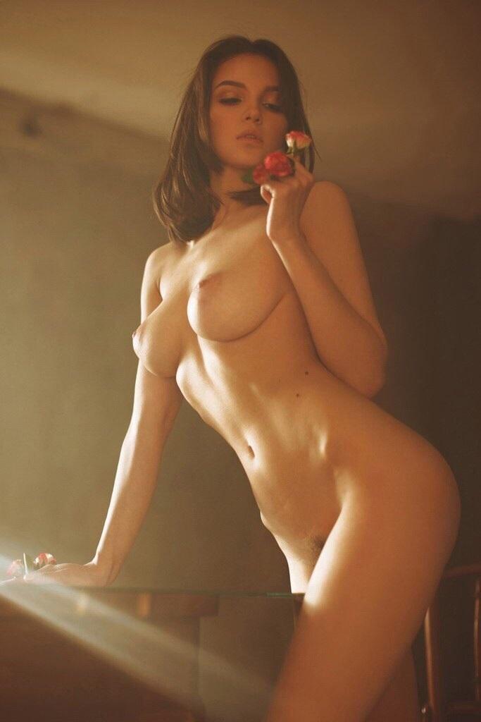 Maria Demina Posando Desnuda Ante La Cámara De Alisa Verner