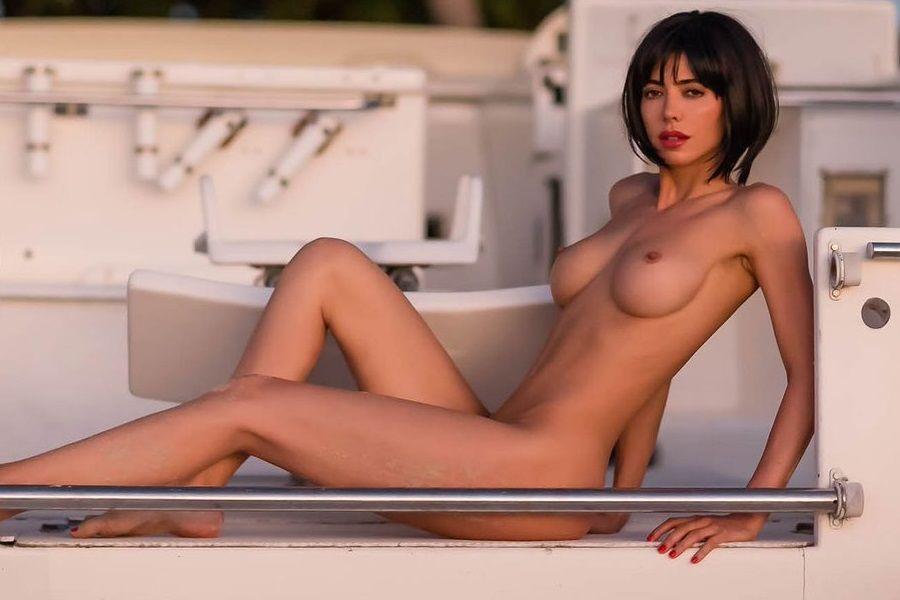 Las Mejores Fotos De Milo Moiré Posando Desnuda