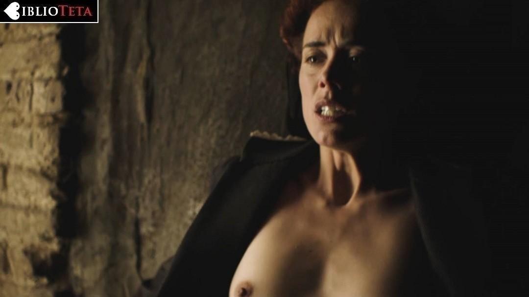 Patricia López Arnaiz Desnuda En La Peste 1x04