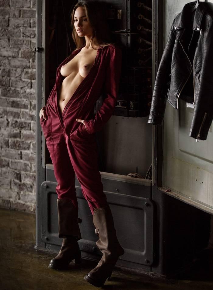 Maria Demina Posando Desnuda Ante La Cámara De Sacha Leyendecker