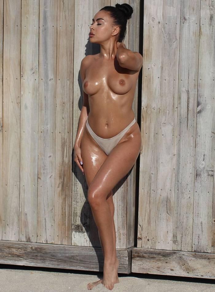 Julissa Neal en topless
