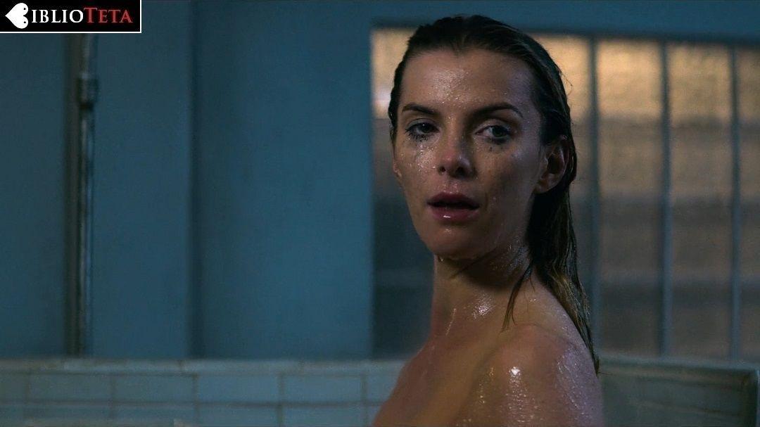 Betty Gilpin Desnuda En Glow 2x07