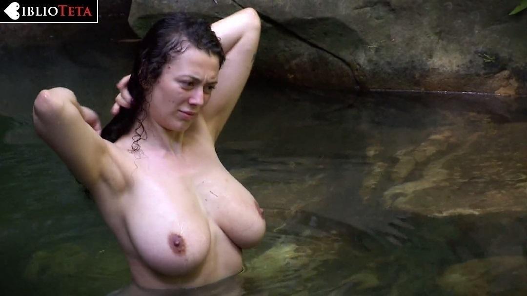 Leila Lowfire Desnuda Dándose Un Baño En Jungle Camp