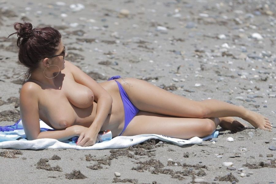 India Reynolds topless Marbella