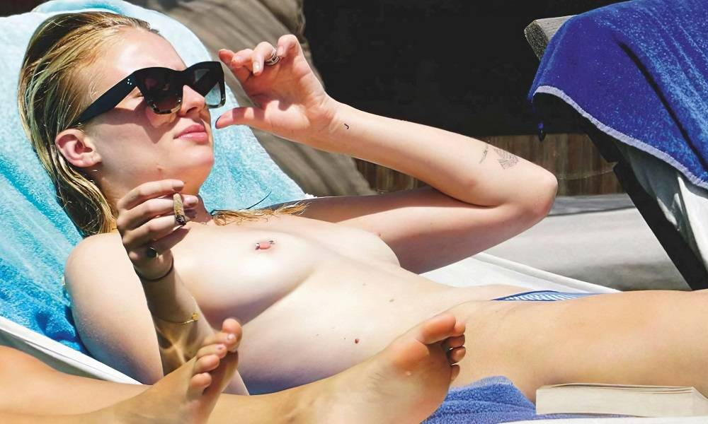 Sophie Turner topless